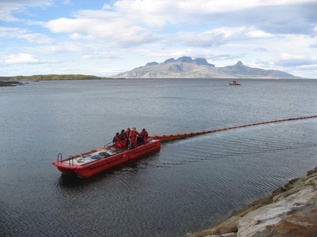 Arbeidsbåt til oljevern
